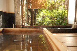 保津川の間 京都嵐山旅館辨慶(ベンケイ)露天風呂