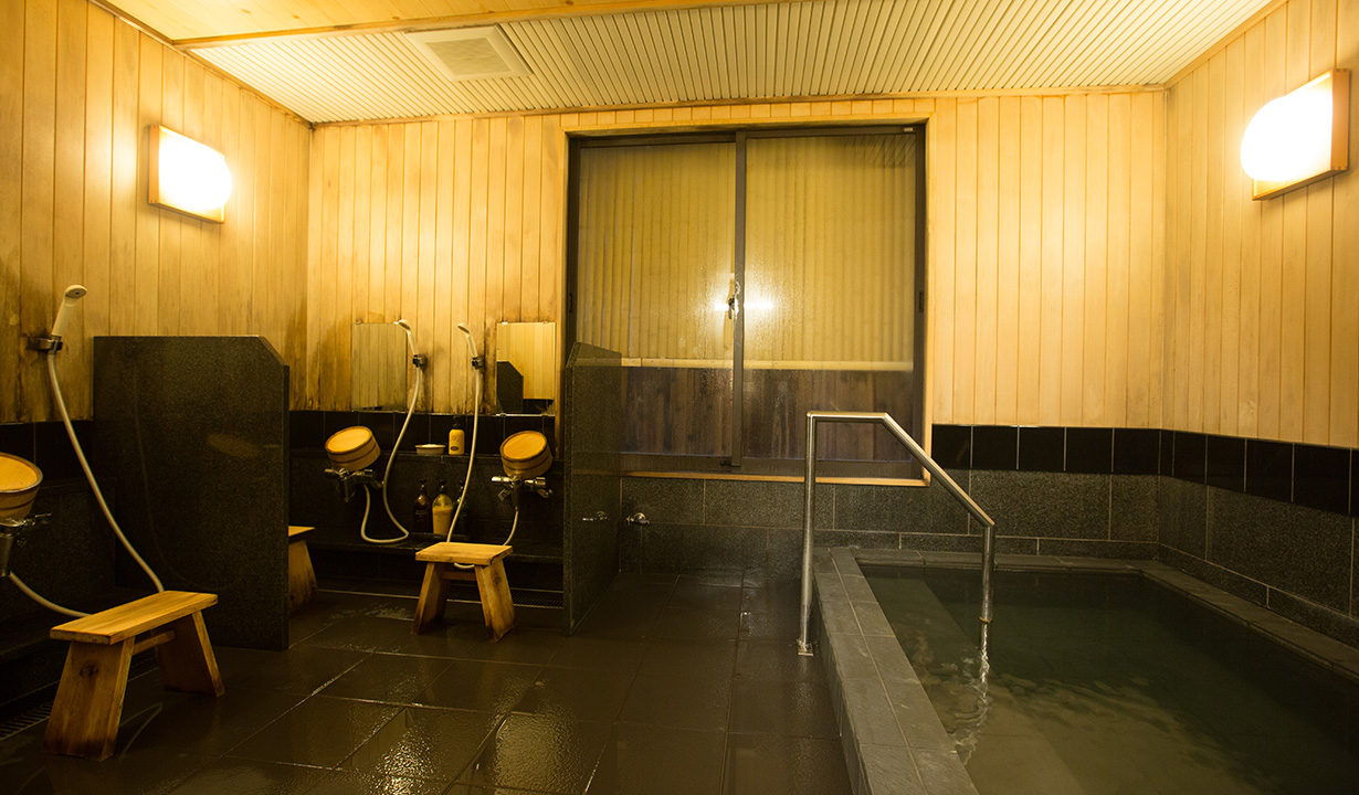 Men's indoor bath